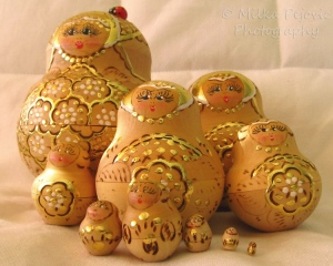 Sunday Post: Arrangement of Russian nesting dolls in family portrait